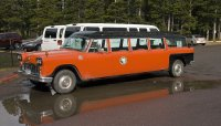 800px-Checker_Aerobus_Glacier_MT1.jpg