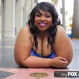 amani terrell walks hollywood in bikini 1
