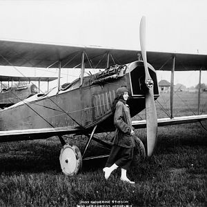 Miss Katherine Stinson and her Curtiss aeroplane 3c06324u