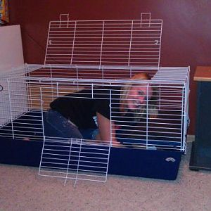 My mommy can fit in my new cage